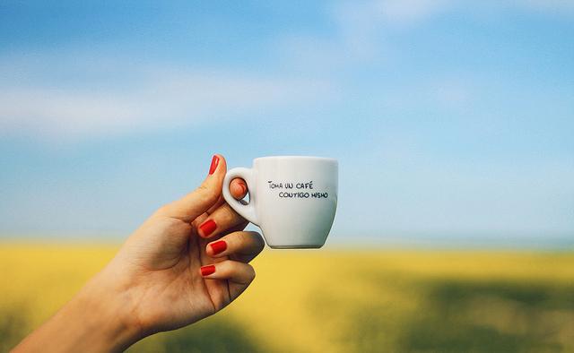 Tomar café molido natural