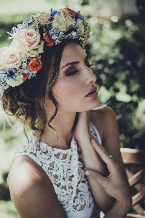 corona de flores para novias modernas